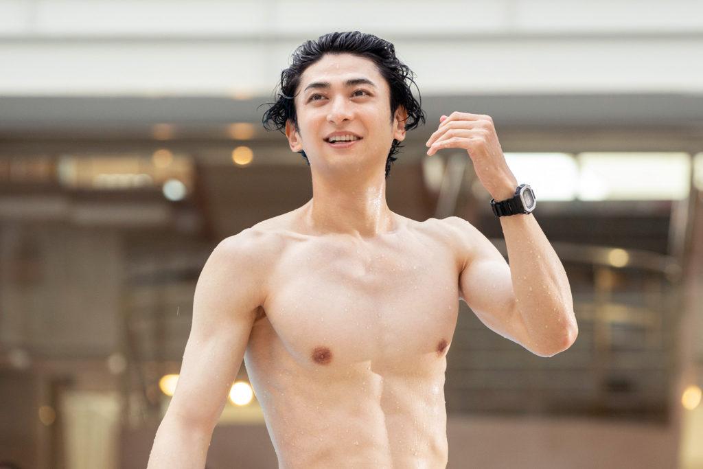 古川雄大の筋肉ムキムキな水着姿
