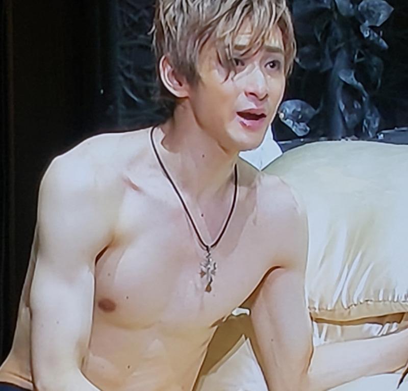 古川雄大の『ロミオ&ジュリエット』での筋肉美