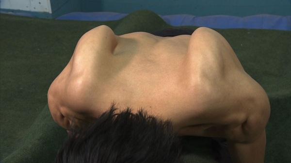 楢崎智亜の肩甲骨
