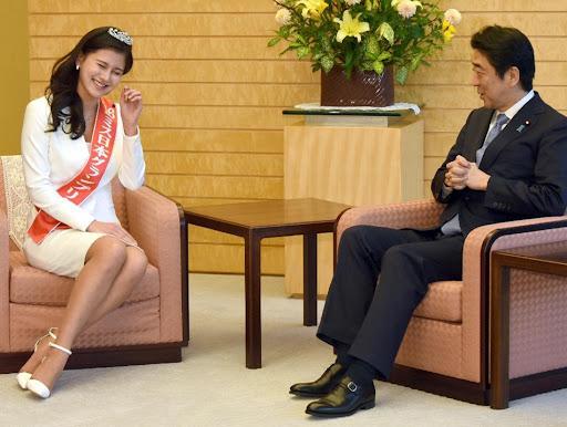 松野未佳と安倍晋三元首相